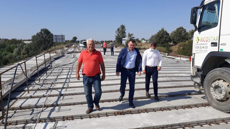 Secretarul General Adjunct din cadrul Ministerului Transporturilor, Fabian Tîrcă girează prin prezenţa lui la podul de la Adunaţii Copăceni finalizarea lucrărilor cu cel puţin o lună înainte de data trecută în contract
