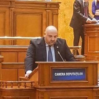 Deputatul PNL Alexandru Andrei prezintă unul din subiectele dezbătute în Camera Deputaţilor cu privire la modificarea şi completarea legii electorale
