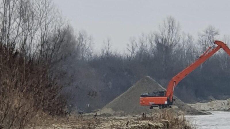 Baronul Bădălău, o bombă ecologică. Râul Argeș, transformat într-o gaură neagră a mediul înconjurător