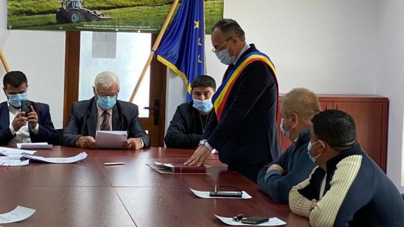 Primarul comunei Ghimpaţi, Constantin Cărăpănceanu a depus jurământul în urma căruia îşi reia activitatea