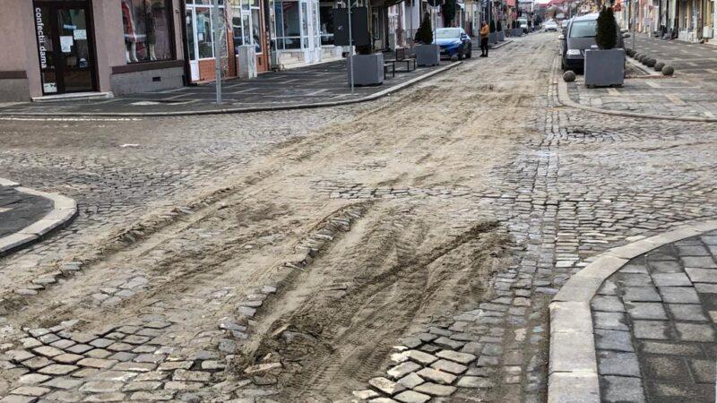 Strada Gării din stradă  pietonală, fostul primar a transformat-o în uliţă pietruită