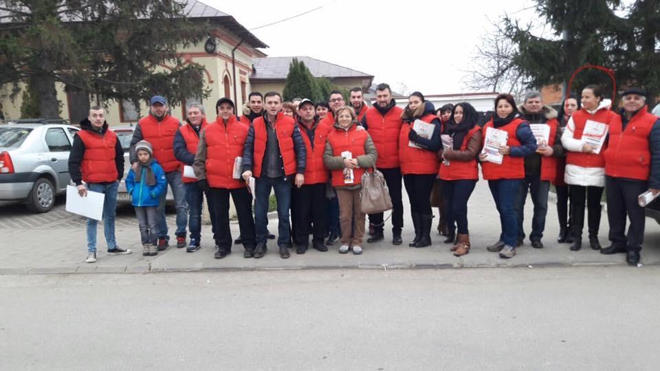 Raluca Geantă, directoarea şcolii generale din Malu Spart, ca să-şi păstreze postul încearcă să intimideze Inspectoratul General Şcolar din Giurgiu printr-o ieşire în stradă alături de membri şi simpatizanţi PSD