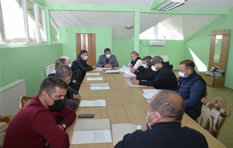 Sedinţa extraordinară de consiliu local din comuna Stăneşti s-a lăsat  cu picanterii