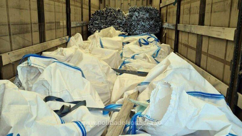 Peste 34 de tone deșeuri, transportate ilegal din Bulgaria pentru România
