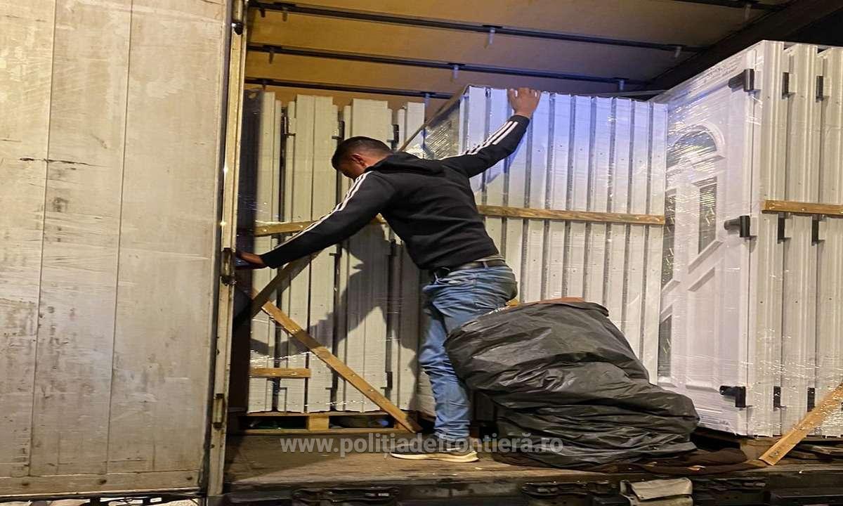 Cetățean sirian, ascuns într-un autocamion, depistat la P.T.F. Giurgiu