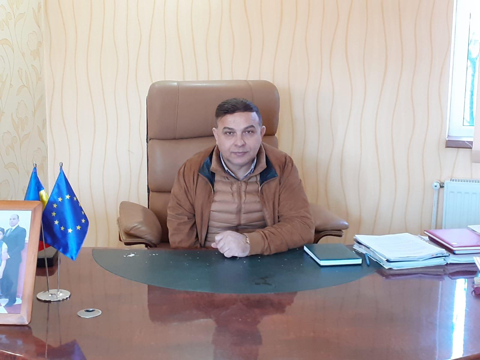 """Primarul comunei Singureni, Marian Pătuleanu şi consilierul judeţean Cristian Răgălie invitaţii emisiunii Tv """"De vorbă cu Mandu"""""""