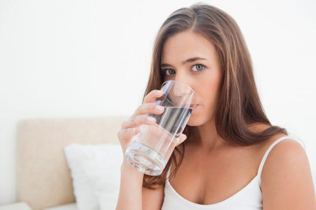 Câtă apă trebuie să bei zilnic? Hidratarea corespunzătoare este esențială în sezonul cald