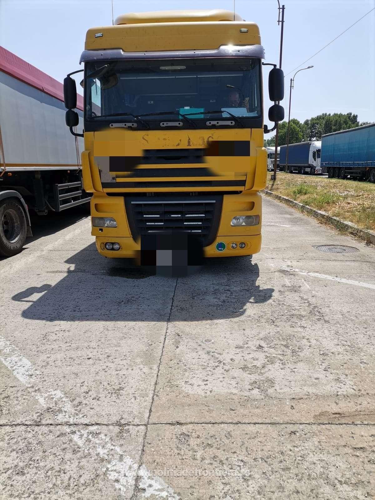 Peste 20 de tone deșeuri tip PET transportate ilegal din Macedonia,  oprite la P. T. F. Giurgiu