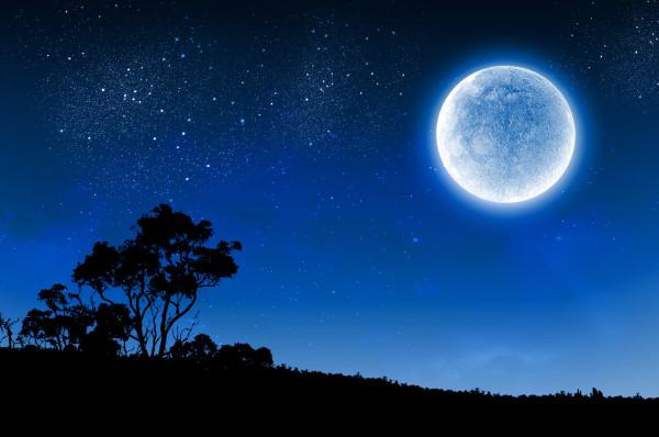 Luna Albastră din acest weekend este extrem de rară