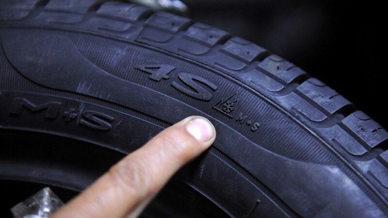 """Avertizare RAR: Șoferii care folosesc în perioada iernii cauciucuri """"All Season"""" ar putea fi sancționați"""