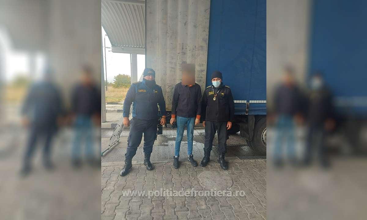 Trei cetățeni sirieni ascunşi în două autocamioane, depistați în P.T.F. Giurgiu