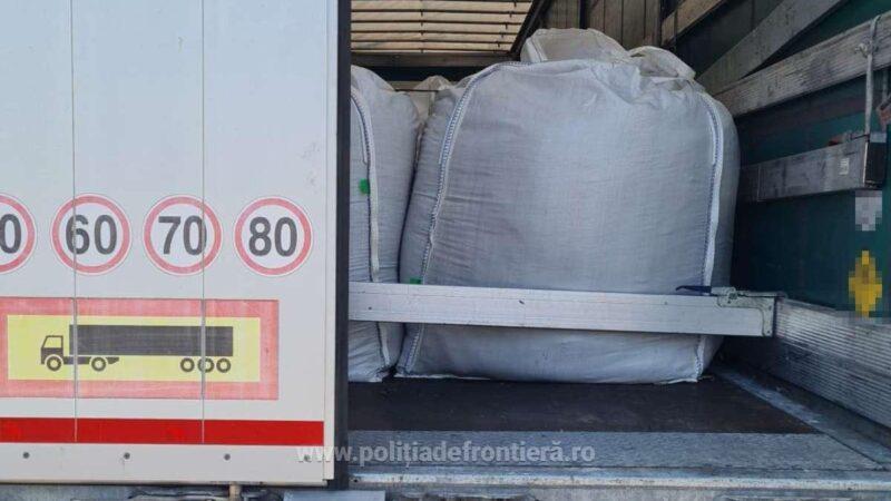 Peste 47 tone de deșeuri transportate ilegal, oprite la intrarea în România